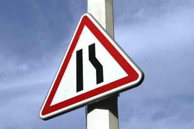 Schilder lernen auf dem Verkehrsübungsplatz