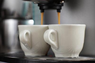 Regelmäßiges Reinigen sorgt für guten Kaffeegeschmack aus der Pad-Kaffeemaschine.