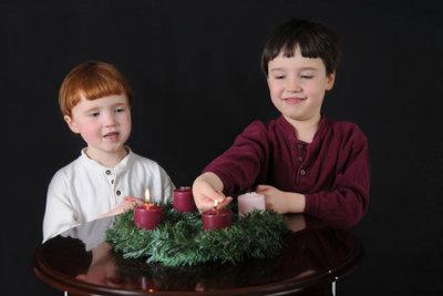 Kinder lieben die Adventszeit.
