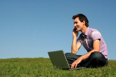 Mit dem Surfstick von Vodafone können Sie überall mobil im Internet surfen.