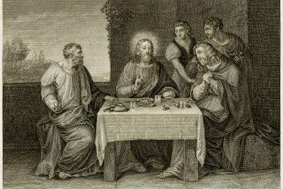 Jesus begegnet am Ostermontag zwei Jüngern. Er segnet und bricht das Brot in Emmaus.