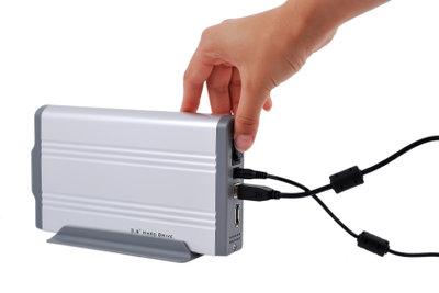 Eine externe Festplatte anschließen ist einfach.