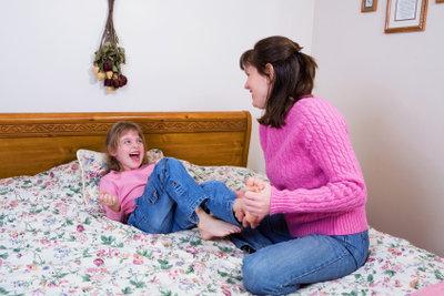 Mit Kindern macht Kitzeln richtig Spaß.
