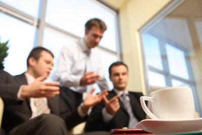 Anwalt und Betriebsrat helfen bei Abmahnungen.