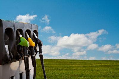 Viele Tankstellen verkaufen auch Umweltplaketten.