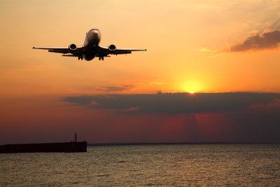 So packen Sie Ihr Flugzeug-Handgepäck richtig.