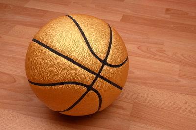 Trainieren Sie Ihre Basketball-Techniken.