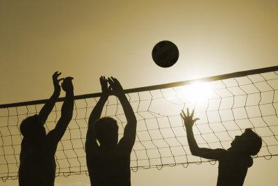 Volleyball ist ein beliebter Mannschaftssport.