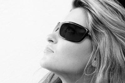 Polarisierte Sonnenbrillen unterbinden störende Blendungen.