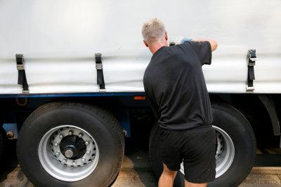 So werden Sie LKW-Fahrer.