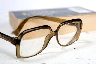 Brille reparieren so hält das Glas in der Fassung