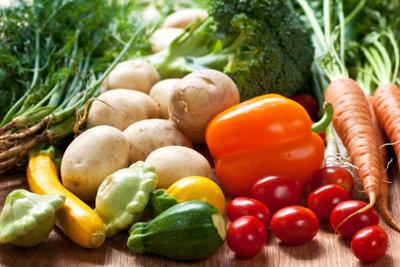 Ein kalorienarmes Abendessen gelingt mit Gemüse.