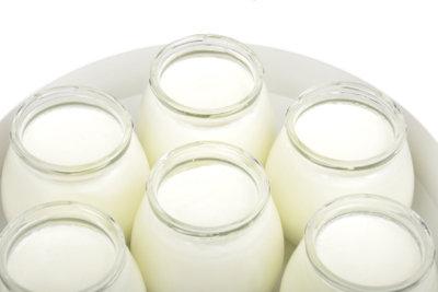 Joghurtmaschinen sind hilfreich bei der Joghurtherstellung.