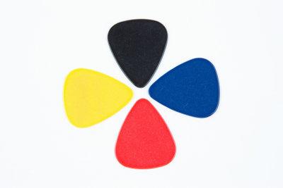 Gitarrespielen wird durch ein Plek vereinfacht.