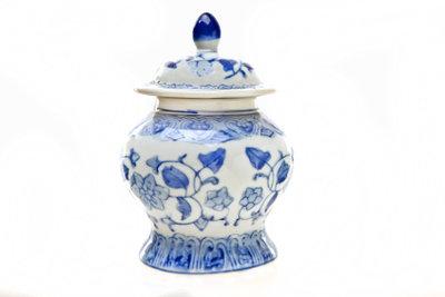 Porzellan lässt sich relativ leicht reinigen.