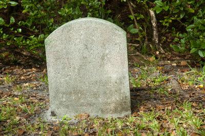 Steinmetze kaufen auch gebrauchte Grabsteine.