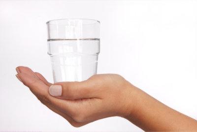 Der Flüssigkeitsverlust muss ausgeglichen werden.