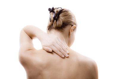 Rückenzerrungen sollten Sie richtig behandeln.