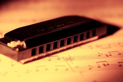 Mundharmonika spielen und Noten lesen leicht gemacht.