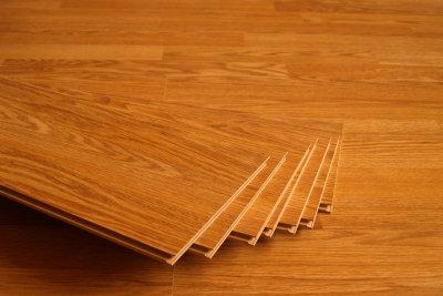 Hochwertiges Laminat taugt gut als Küchenboden.