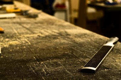 Alte Arbeitsplatten für Werkbänke selber erneuern.