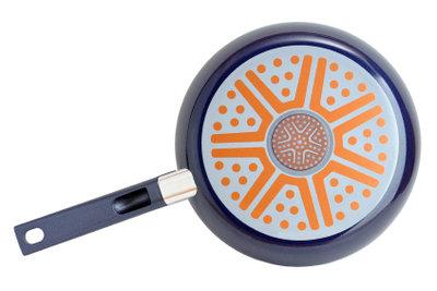 Bratpfannen mit Keramikbeschichtung lassen sich leicht reinigen.