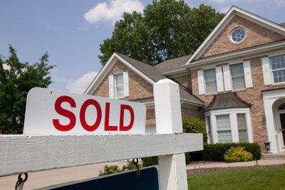 Immobilienmakler qualifizieren sich durch Fortbildungen.