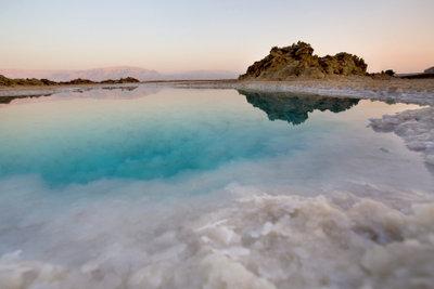 Totes-Meer-Salz kann Neurodermitis lindern.