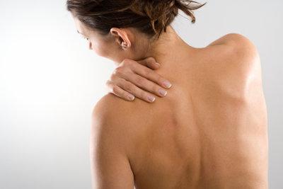 Für Schulterschmerzen links, aber auch rechts, kann es einige Gründe geben.