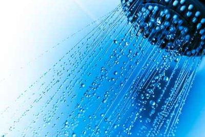 Beim Duschen kann Wasser gespart werden