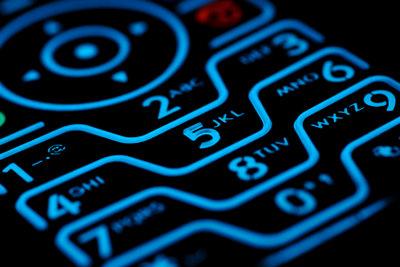SMS: Handys senden Ihre Nummer mit.