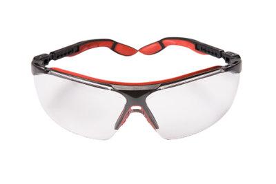 Plexiglas-Maßzuschnitte brauchen keine Schutzbrille.