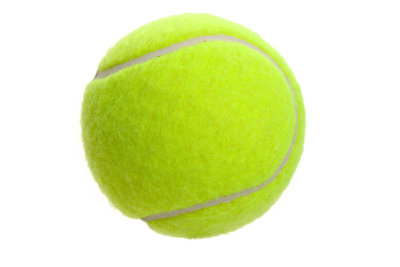 Tennisball und Hauswand verbessern den Ballwurf