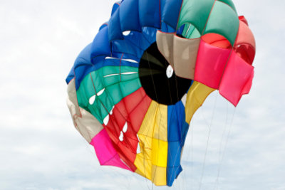 Einen Fallschirm kaufen, macht wenig Sinn.
