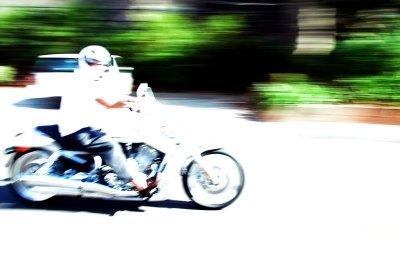 Bei Seitenwind kommen Motorräder ins Schleudern.