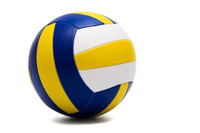 Beim Volleyball richtig angreifen.