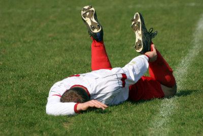 Ein richtiges Aufwärmprogramm gehört zum Fußball.