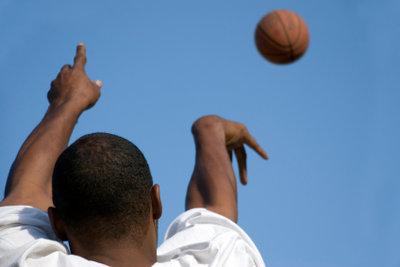 Sprungwurfübungen gehören in jedes Basketballtraining.