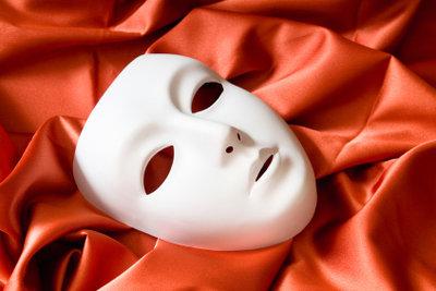Wählen Sie den Mund mitbedeckende Masken.
