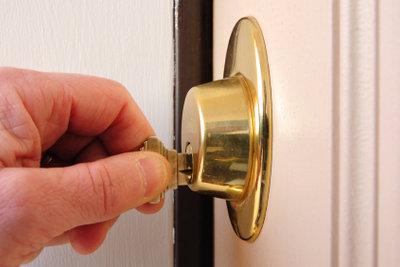 Mit Schlüssel ist der Schlosswechsel einfach.