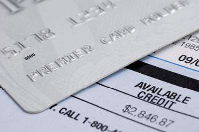 Eine Schuldnerberatung kann beim Umschulden helfen.