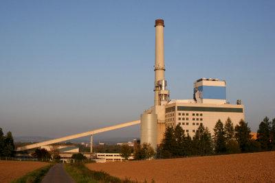 Ein Fernwärmekraftwerk versorgt viele Haushalte.