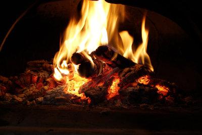 Vorsicht vor offenem Feuer im Holzvergaser.