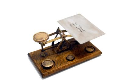 Stets sollten Sie berechnen, wie schwer ein Brief sein darf.