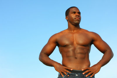 Ein muskulöser Oberkörper ist ein Blickfang