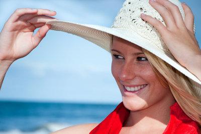 Sonnenallergie mit Natur und Hausmitteln behandeln.