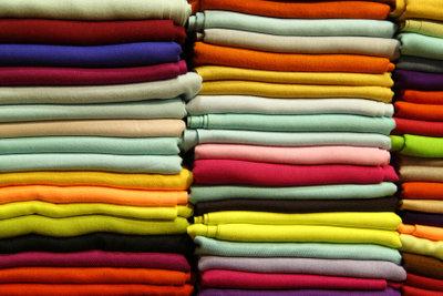 Kunterbunte Farben für das perfekte Glücksbärchi-Kostüm.