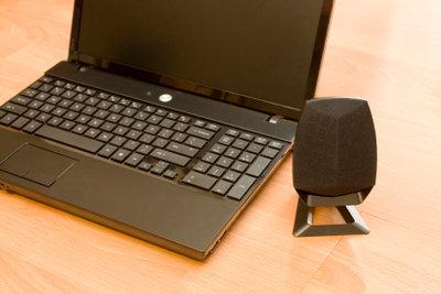Boxen erhöhen die Soundqualität des Laptops.