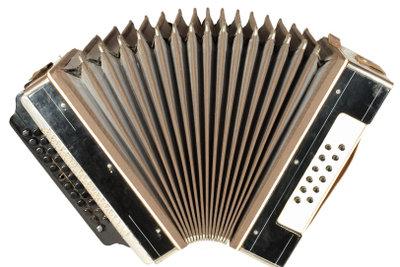 Noten auf dem Akkordeon - einfache Lieder.
