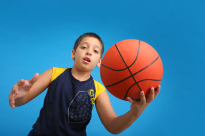 Basketball-Größen sollten altersstufengerecht gewählt werden.